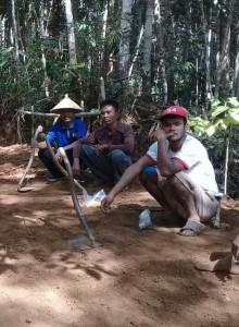 Pelebaran Jalan Penghubung Dusun Desa Lancar
