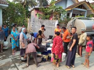 BPBD Lanjutkan Droping Air Bersih Desa Gumelar